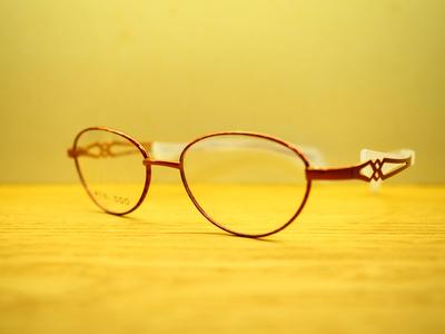鼻に跡がつかないメガネのサムネイル画像