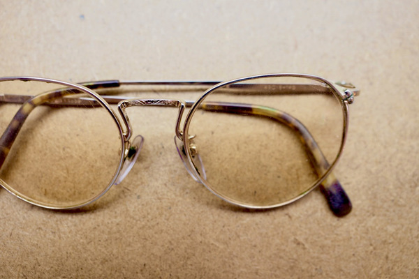 長く使ったメガネをピカピカに直します。サムネイル